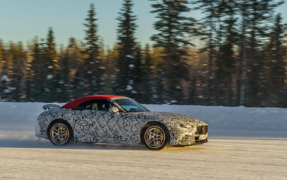 Nieuwe Mercedes-AMG SL laat zijn softtop zien